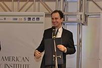 Palestrante Daniel Bizon recebe premiação internacional