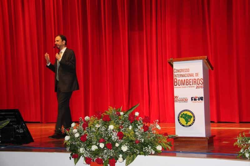 Daniel Bizon no palco do evento Senabom 2015 em Goiânia