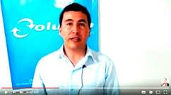 Consultor de empresas gravando depoimento sobre Daniel Bizon