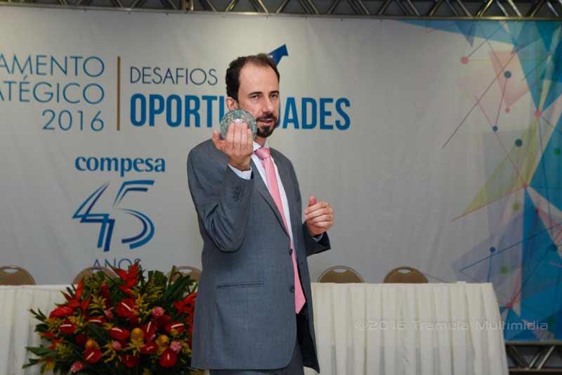 Daniel Bizon usou uma bola de cristal numa palestra sobre estratégia