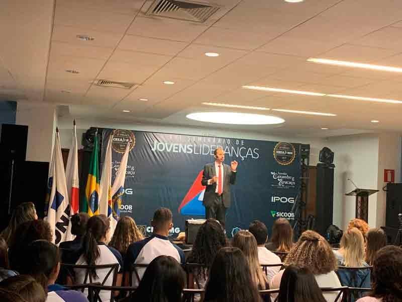 Palestrante motivacional Daniel Bizon no XVI Seminário de Jovens Lideranças CREA Jr.