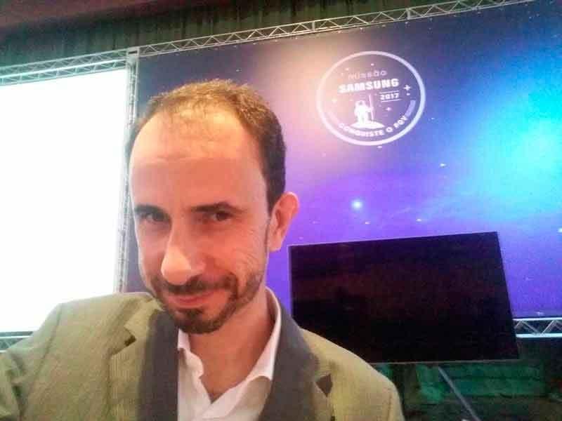 O palestrante Daniel Bizon na passagem de som da Convenção Samsung